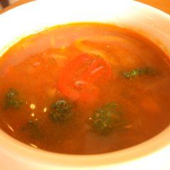 トマト風味の野菜スープ